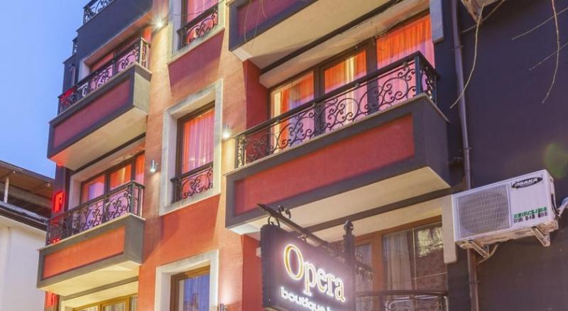 """хотел """"Опера"""""""
